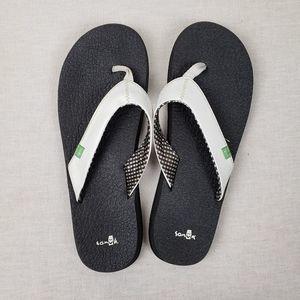 Sanuk white flip flops size 10